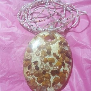 A ladies necklace with pendant